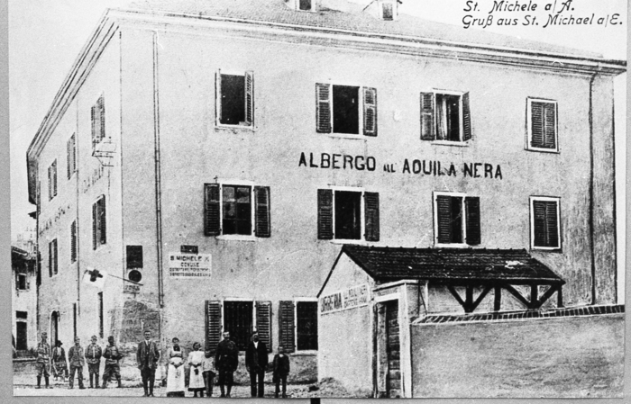 Albergo Aquila Nera durante la Guerra '14-'18 (Archivio Comunale)