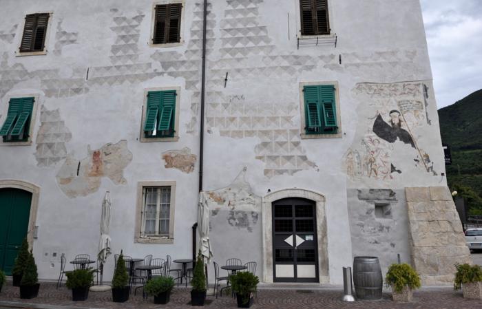Locanda Aquila Nera a San Michele all'Adige dopo la restaurazione delle facciate esterne - Remo Michelotti